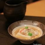 宵山 むらさき - ゴマ豆腐に湯葉とエビを載せて