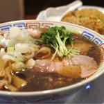 サバ6製麺所 - サバ醤油そばと半やきめし