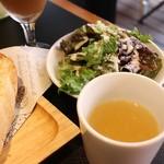 クイーン オブ チキンズ - サラダとスープ