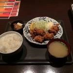 海鮮居酒屋 はなの舞 久米川南口店 - 唐揚げ定食ご飯大盛り。
