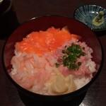 海鮮居酒屋 はなの舞 久米川南口店 - 海鮮三種丼。