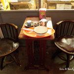 パラダイス アレイ ブレッドカンパニー - レトロな椅子