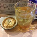 68181480 - 天羽の梅ハイボールと煮込み(豆腐のみ).