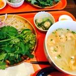 49 Asian Kitchen + Bar - えびのフォー¥780