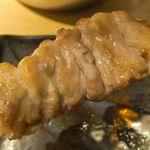 博多とりかわ 長政 - ハリがあって噛めば噛むほどに旨味が染み出る「せせり」220円。