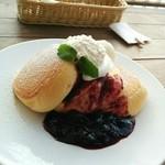 68186811 - ブルーベリーチーズのパンケーキ