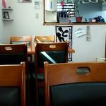 らぁ麺華宝 - 店内テーブル席