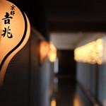 68189019 - 店舗へ続く壁灯篭