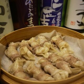 【こだわり③】十勝産豚肉の肉巻き餃子