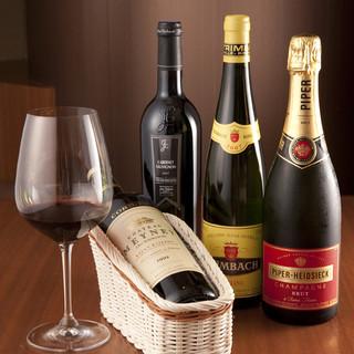 ヨーロッパ各国のワインをご用意。ワインに詳しくなくても大丈夫