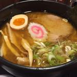 拉麺 閏 - 味噌(拉麵)。アツアツで美味しいです。
