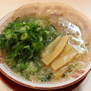 「スープ・麺・素材」こだわりが詰まった1杯