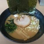 ゴル麺。 - 料理写真:醤油豚骨並780円