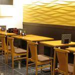 うなぎ料理 江戸川 - 内観:テーブル席