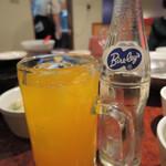 焼肉 白雲台 - ちびつぬが途中で追加注文したオレンジジュース。 ボキもビールを追加したよ。