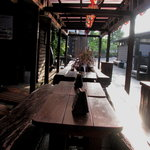 野半の里 こんにゃく座 - ビールは屋外でも飲めます。 こちらは気泡館の裏にあるビアガーデン。 08/08