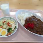 呉市役所食堂 - サラダ、牛乳付き