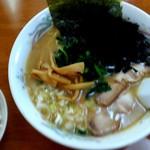 らぁ麺華宝 - 料理写真:豚骨醤油ラーメン750円ライスはサービス