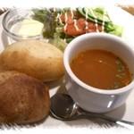 メリーゴーラウンドカフェ - スープとパンのセット