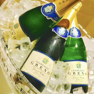 冷え冷えのシャンパンが付いた夏限定のコースございます!