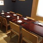 SHIMOMURA - 1F 四名様の個室。仕切を外し最大12名様までご案内できます。