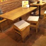 チャイ九炉 - テーブル席