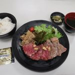 金獅子のヤキニク - 料理写真:北海道産牛のステーキ 食べ比べ膳