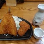 68215752 - 【2017.6.7(水)】鰺フライ&カニクリームコロッケ2個+日本酒(常温)