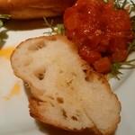 トラットリア・イタリア - バゲットにはバター