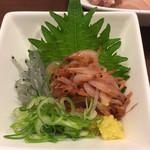 沼津魚がし鮨 - 生しらすと生桜海老