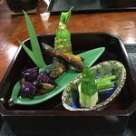 滝見亭 - 菖蒲の花に見立てた茄子田楽、自鮎甘露煮 、カエルに見立てた胡瓜と水蕗、鯖の粽寿司