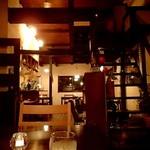 アウェーコ - 奥のテーブル席から;グラスはジン(ボンベイサファイア)のロックです(o^-')b @2017/06/07