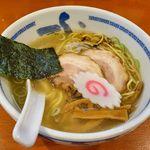 たけちゃんにぼしらーめん - 料理写真:たけちゃんにぼしらーめん 調布店(塩らーめん 790円)