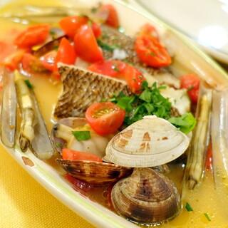 バンデルオーラ - コースランチ2,200円、ヒラメと貝のアクアパッツァ