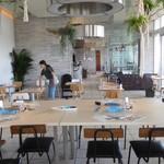 サザンビーチカフェ - 室内全景