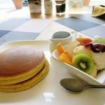 ホットケーキ倶楽部 - 料理写真:ホットケーキフルーツ&アイス添え