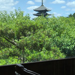 メインダイニングルーム 三笠 - 窓外に見える興福寺五重の塔