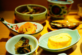 日々魚数寄 東木 - 小鉢にいろいろな種類のお惣菜が(*≧∀≦*)