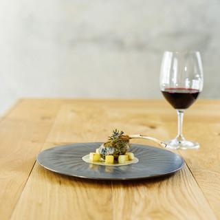 料理と合わせたイタリアワインをご提供。九州産の日本酒も