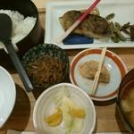 68237065 - 17/5 メバルの西京焼と野菜添え定食:1058円(税込)