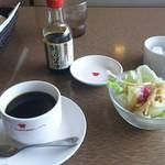 68238948 - コーヒー 345円、サラダ♪