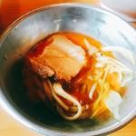 ラーメン二郎 - 生たまごですき焼き風に食べているの画。
