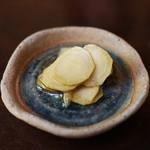 手打ち蕎麦 かね井 - お通し 山葵の醤油漬け