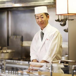統括する京谷総料理長。リピーターが多い理由は心遣いだ。