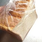 68247464 - 角食パン。半斤