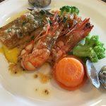レストラン ミネルバ - ロイヤルランチ「スズキと海老のポワレフレッシュトマトとケッパーのソース」