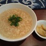 漂香茶館 - ウーロン茶のお粥とザーサイ (週替わり)