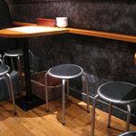 新橋 酸辣家 - 丸いパイプ椅子