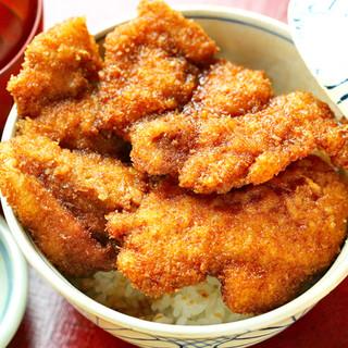 福井グルメ「ソースカツ丼」や「越前おろしそば」を楽しむ