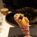 レストラン 間 - アミューズ フォアグラのクレープ